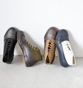 くるぶし丈のハイカットは長靴よりも軽快で、パンツ・スカートなどコーディネートを選ばず合わせられます。レインシューズとしてはもちろん、スニーカー感覚で気軽に普段使いもできるのもポイント♪