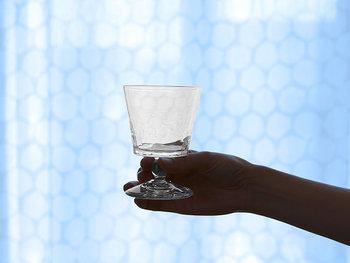 透明感のあるグラスは、いつものスイーツタイムにちょっとリッチな気分をプラス。直線的なデザインなので、どんなスイーツともよく合います。