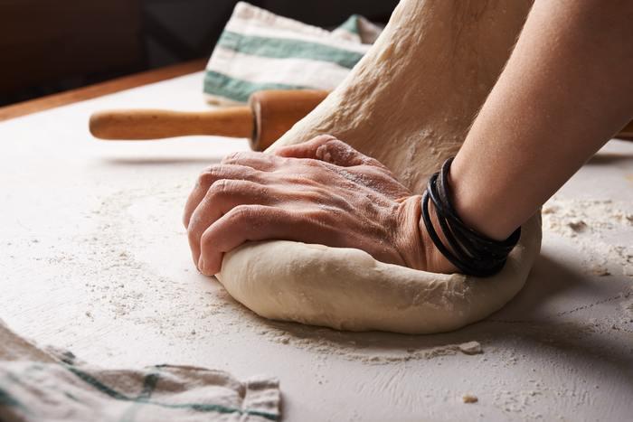 初めて作る時はドキドキ。 パンのこね方をしっかり確認してから始めましょう。