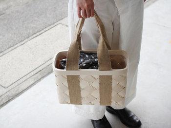 東京・吉祥寺にある雑貨のお店「CINQ(サンク)」の白樺のかごバッグ。エストニアのかご職人によってひとつひとつハンドメイドで作られています。