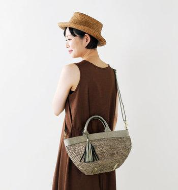 持つだけで手軽に夏っぽい雰囲気を演出してくれる「かごバッグ」。いろいろあるデザイン・素材の中から、お気に入りの一品を選びたいですね。