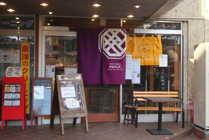 鎌倉駅西口のロータリーに位置する「朝粥の店叙序圓」。お昼以降はお味噌などの発酵食材を使った割烹「trattorìa INOUE」に姿を変える新しい形態のお店はなんと朝6時半からオープン。