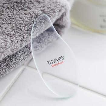「TUYAKO(つやこ)」は、水なしで使えるガラス製の足裏シャープナー。肌に研磨部分が当たらない特殊構造で、削りすぎることがないので安心です。水洗いもできるので衛生的に使えます。