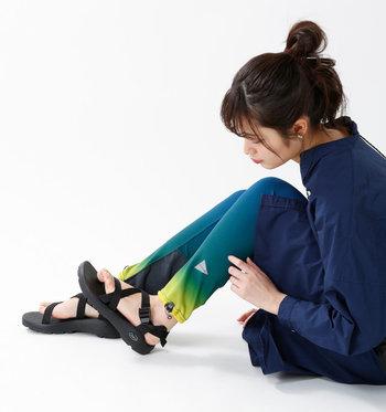 日焼け防止のために取り入れる方も多いレギンス。なるべく機能性にも注目して選ぶのがおすすめです。例えば、吸水速乾効果によって汗を素早く蒸発してくれるレギンス、汗を吸って冷却効果を発揮するレギンスなど、暑さ対策にも使えるものも多いですよ。また、着圧によって足の疲れをサポートしてくれる頼れるレギンスもあります。