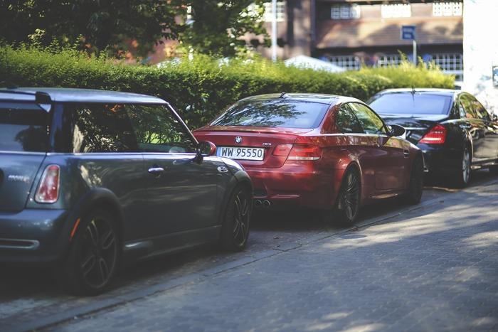 車で出かけたものの、空いている駐車場が見つからず時間ロスすること、ありますよね。そんなとき、空いている月極駐車場や空いている住宅の駐車場を借りられたら、駐車場のオーナーもうれしいのでは? そんな「使いたい」「使ってほしい」人たちをマッチングするシェアエコサービスがあります。