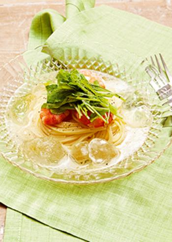 なんと炭酸水でいただくシュワシュワ美味しい冷たいパスタ。エビの食感もまた楽しいレシピです。