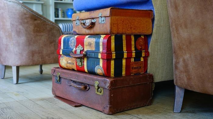人気の観光地だと、駅のコインロッカーがいっぱいということも。重たい荷物を持ったままだと行き先も限られてしまいます。そこで、お店の一角などで荷物を預かってくれるサービスが登場。事前予約しておくものなので、いざそこまで行って「空いていない!」というガッカリ感はなし。預かってくれるお店の方とのコミュニケーションで、地元情報なども聞けるかもしれませんね。