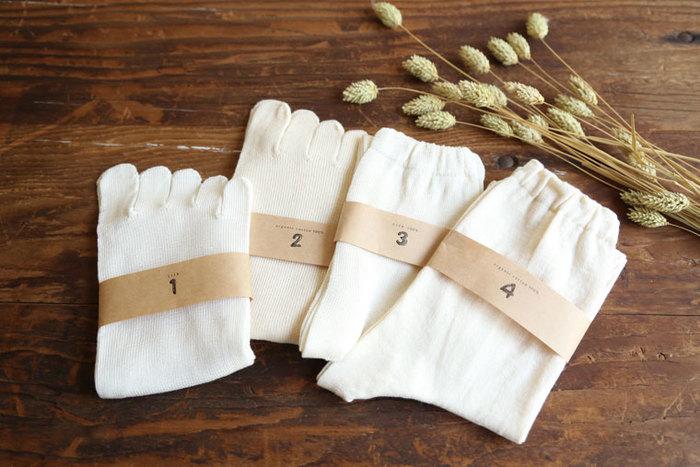 むくみがひどい方や足先が冷たくなる方は、シルクとオーガニックコットンの靴下を重ね履きしても◎。天然素材なので汗をかいてもしっかり吸収してくれますよ。