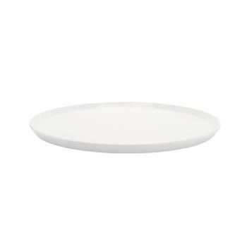 これ以上シンプルなお皿はない!と言っても良いくらいシンプルな白いお皿。でも、なんだか新しくてとってモダンな一枚です。お皿が弧を描いていないので、ピザを乗せるにはピッタリですね。