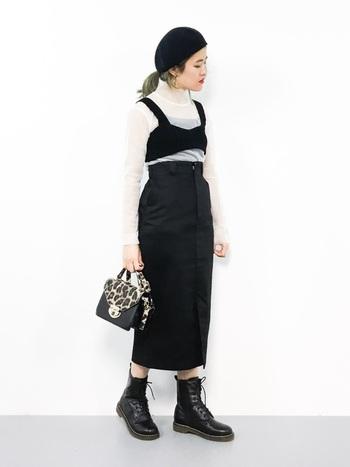 ビスチェはタイトスカートとのコーデにも合います。モノトーンで統一すればより大人っぽい着こなしに。ちょっとしたイベントにも使えそう。