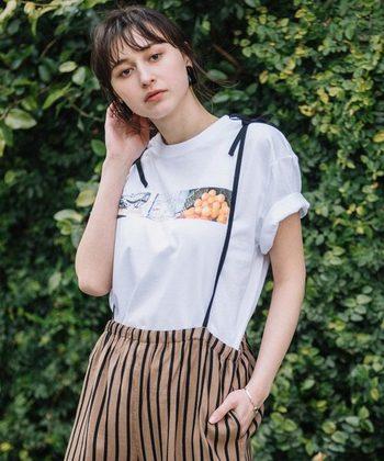 フォトグラファーのJAMeen(ジャミーン)さんが世界中を旅する中で出会った景色や人たちの写真をプリントに収めたTシャツ。旅の思い出を切り取ったようなデザインに愛着が沸きます。