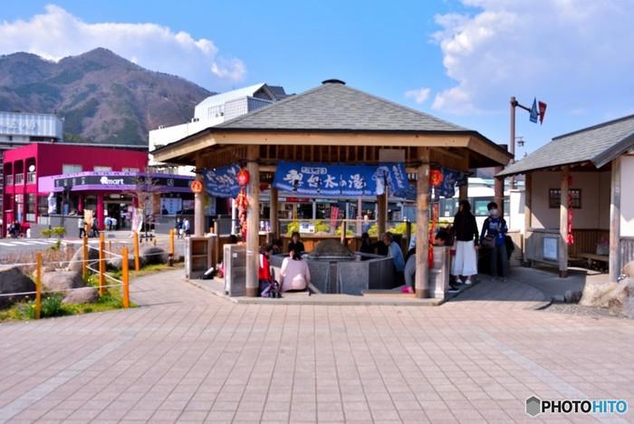 鬼怒川温泉駅前の広場にある人気の無料足湯スポット。屋根付きなので雨の日でも楽しめますね。  <営業時間>9:00~18:00 <料金>無料