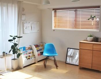 木製のべネシャンブラインドは、木製家具にもなじみナチュラルインテリアや北欧インテリアにぴったり。スタイリッシュですが、温かみのある空間がつくれます。