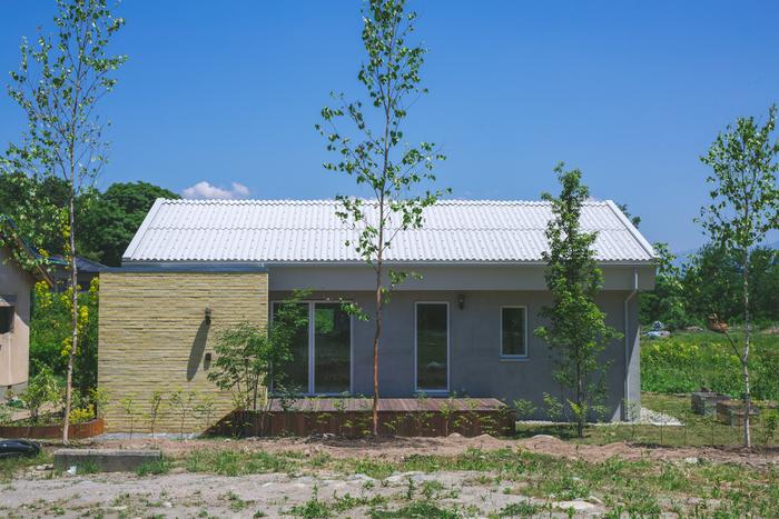 上田にある一軒家をハルタハウスが改修を手掛けた物件です。平屋ののんびりとした佇まいが土地の雰囲気とマッチしています。