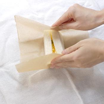 ワックスペーパーのお洒落な包み方・使い方|サンドイッチやお弁当に!