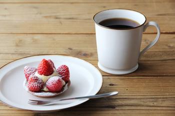 磁今のマグカップは素朴なカップと西洋の食器のような繊細な持ち手が見事にマッチした上品なカップです。マットなテイストは和にも洋にも似合います。