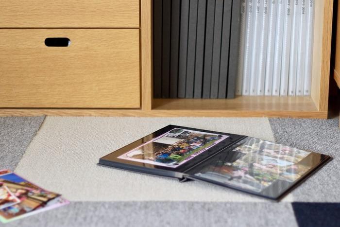 写真やポストカード、雑誌や切抜きなど「紙モノ」ってついつい集まってしまうものですよね。積読にしておくには勿体ない!いつでも好きなものを見られるように、ファイリングをしましょう。保存状態がよくなるだけでなく、見やすさもアップ!