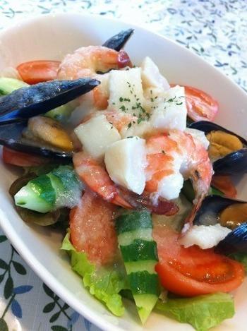「シーフードサラダ」も人気のひと品。ごろっと大きな具材と特製ドレッシングの相性抜群。どのお料理もおいしいと、軽井沢を訪れるたびに立ち寄るファンも多いそう。