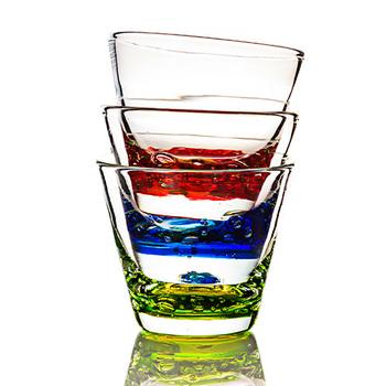 誕生石をモチーフに作られた<バースデーグラス>。誕生月ごとの色をベースに、12種類のカラーバリエーションが用意されています。お土産品としても人気な琉球ガラスで作られており、暑い季節にぴったりの爽やかなデザインです。