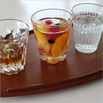 都内でも最も古いガラスメーカーのひとつに入る廣田硝子。そんな歴史あるメーカーが、昭和初期に作られていたグラスを復刻させました。その名も<復刻タンブラー>。当時の製法のまま作られた、レトロな風合いが魅力です。