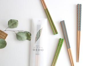 国産の天然木を使用して作られた<OEDO>。江戸をモチーフにした4種類の柄があしらわれたお箸です。レトロな柄なのに、どこかモダンでおしゃれ。ナチュラルなカラーリングも素敵です。
