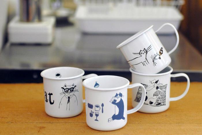 旅するレストラン「トラネコボンボン」主宰の中西なちおさんが描く、猫のイラストがとってもキュートな琺瑯のカップです。絵柄は4種類、全部集めたくなりますね!琺瑯製で、匂いや飲みものの色がつきにくいのも嬉しいポイント。軽くて持ちやすいので、お子さま用のカップとしてもおすすめです。