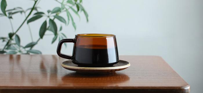 レトロな雰囲気のカップは、どこか懐かしさを感じさせてくれますね。耐熱ガラスなので、電子レンジで飲みものを温めることもできます。食洗機も使用可能と、見た目以上の頼もしさ。日常使いしやすいカップです。