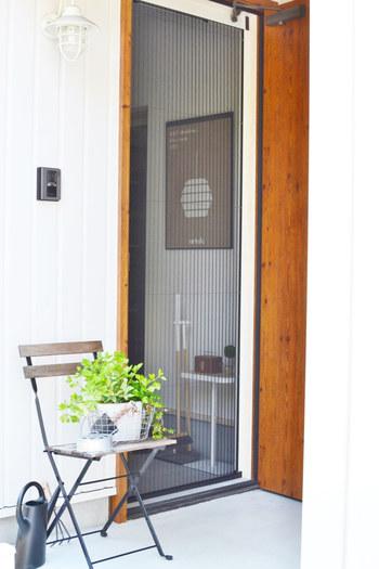 玄関はインテリアはもちろん、使いやすさにもこだわりたいもの。玄関の心地良さは、そのまま暮らしの心地良さに繋がりそうです。ぜひ、お気に入りのインテリアで玄関を彩ってみてくださいね。