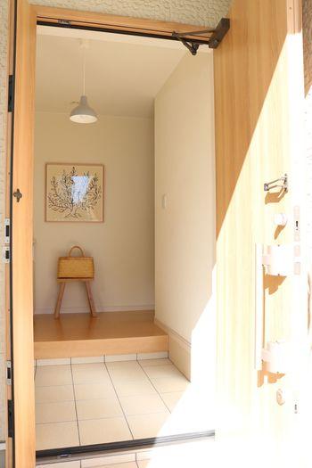 「玄関」が整えば、住まいの印象が大きく変わります。玄関は、外から人が入る時まず目にする場所。住む人のイメージを玄関インテリアが決める、といっても過言ではありません。
