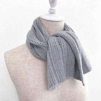大切な彼への贈り物として欠かせないのが、やっぱり手編みのマフラー。まずはシンプルなデザインで一枚編んでみませんか?
