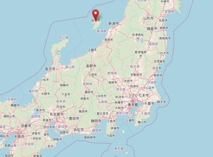 日本海の中央に浮かぶ「佐渡島(さどしま/さどがしま)」を訪れてみませんか。  「佐渡」といえば、名物の「たらい舟」をイメージする方が多いかもしれませんが、今回ご紹介したい魅力は、異なるポイントです。産業遺跡など、非日常的の雰囲気を楽しむことができ、廃墟が好きな方にもファンが多い穴場となっています。