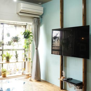 壁掛けテレビってスッキリとしていて憧れませんか?ラブリコを使えば簡単にテレビを壁に掛けたようにアレンジできます。耐荷重はしっかりとチェックして。