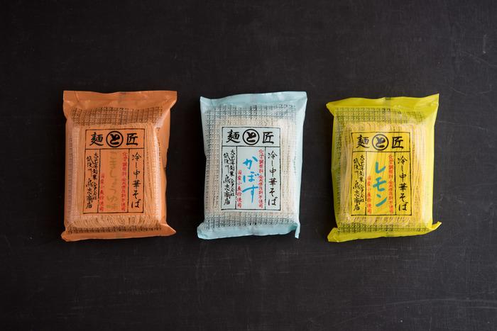 厳選された本醸造しょうゆと胡麻油、鰹節エキスと昆布エキスが使われ、まろやかな酸味の冷し中華の「ごましょうゆ」。九州大分県の特産のかぼすで作られたスッキリとしたスープが美味しい「かぼす」。愛媛瀬戸内産の国産レモンの豊かな香りや、さわやかな酸味が食欲をそそる「レモン」など、どれも美味しそうで、まとめて購入したくなりそう。