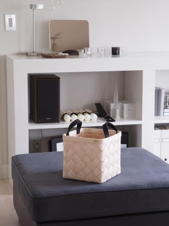 北欧やナチュラルテイストのお部屋には、あたたかみのある白樺のバスケットもおすすめですよ。こちらはフィンランドのインテリアブランド、「Verso Design(ヴェルソデザイン)」の素敵なバスケットです。インテリアとして飾っておくだけでも絵になる、シンプルで美しい佇まいが印象的ですね。