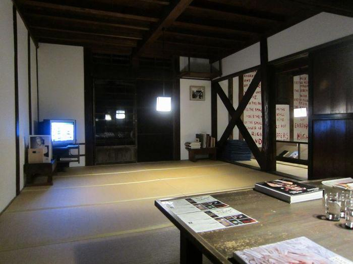 実はもう一つ、同じ十日町市の松之山温泉エリアに、知る人ぞ知るアートの宿があります。それがこちら、旧ユーゴスラビア出身の作家マリーナ・アブラモヴィッチの作品「夢の家」。