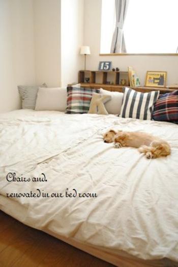 部屋の幅ぴったりにすのこを敷いて敷布団を重ねれば、特大ベッドのようなスペースになり、家族みんなで寝ることができます。ベッドのような高さがなく、落ちる心配がないのもメリットです。