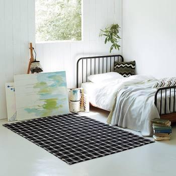 ベッドと布団には、それぞれにメリット・デメリットがあります。ライフスタイルによって選んでみましょう。寝ている時間だけでなく、日中の過ごし方にも関わってくるので、自分にぴったり合う方を選びたいですね。