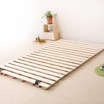 フローリングに敷布団をそのまま敷くと、湿気が溜まり床が傷みやすくなります。すのこを敷くことで通気性を良くすることができます。敷布団用のすのこも販売されています。