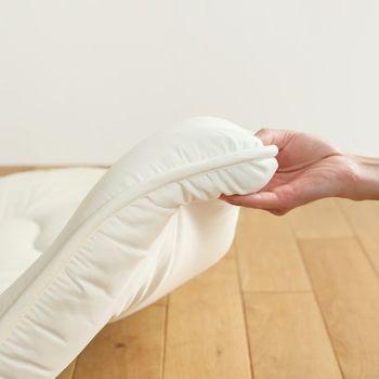 敷布団はお好みの硬さを選びましょう。薄い敷布団は硬すぎたり床からの冷えを感じることがあるので、敷布団用のマットレスと重ねて使います。