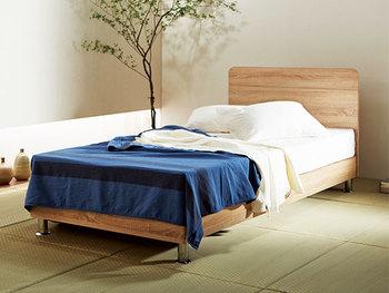和室にベッドを置くのも素敵ですね。木のぬくもりを感じられる落ち着いたコーディネートです。