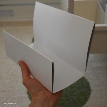 ブロガーさん自作の厚紙でつくられた仕切り板。引き出しにぴったりのサイズが見つからなければ、家にあるもので自分でつくってしまう。これもぜひ参考にしたいアイデアです。