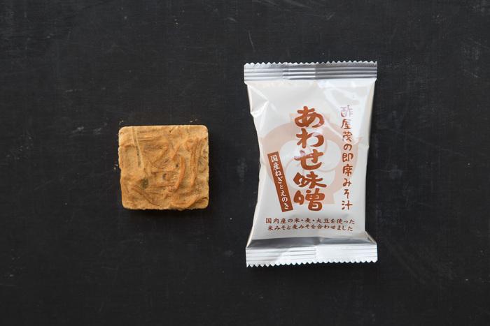 長野県立科町にて明治25年創業の老舗の醸造元「酢屋茂(すやも)」。厳選された良質な原材料で、伝統的な天然醸造という製法で作られた味噌から作る「即席みそ汁 あわせ味噌」。