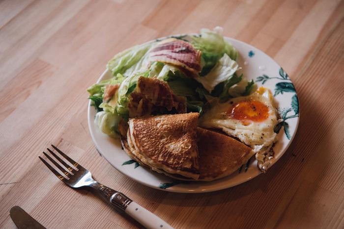 手軽に楽しめるレトルト食品の数々。パッケージもキュートで中身も厳選された素材が使われており、安心で美味しいものばかり。工夫次第で、食卓を華やかに演出できます。例えばパンケーキミックスと、のらくら農場の、有機野菜と玄米のスープで食卓をオシャレなカフェ風に♪そんな時短の有意義な休日の過ごし方も素敵かも。