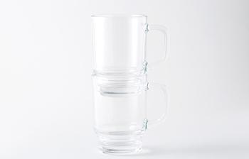 このビアマグは、スタッキング出来るところが最大のポイント。ビアグラスは邪魔になるから…と購入を諦めていた方も、これなら収納場所に困りません。もちろんジュースやお茶などのノンアルコール用としても、たっぷり入るので便利ですよ。プレゼントにもおすすめです。