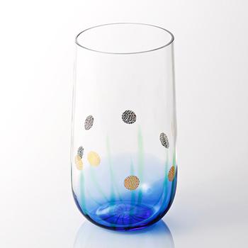 黒ビールにおすすめのグラス<ホタル>もありますよ。美しい水辺と、そこに舞うホタルがモチーフのユニークなデザインです。