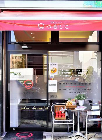 渋谷駅から徒歩約10分のところにあるこちらのお店。なんと、盛岡のデザイン会社の食品事業部が作っているという冷麺専門店です。すべてのメニューが化学調味料不使用の、身体に優しい食事が揃っています。