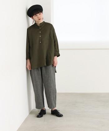 シンプルなデザインのオーバーサイズシャツは、合わせ方次第でONにもOFFにも対応してくれます。どんなシーンに着ていきたいのかをイメージして選んでみましょう!