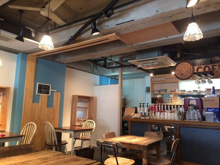 明治神宮前駅から5~6分歩いたところにある「HIROMAN'S COFFEE(ヒロマンズコーヒー)」は、インスタ映えするドリンクやスイーツが楽しめるカフェ。メディアでもたびたび紹介される人気店です。