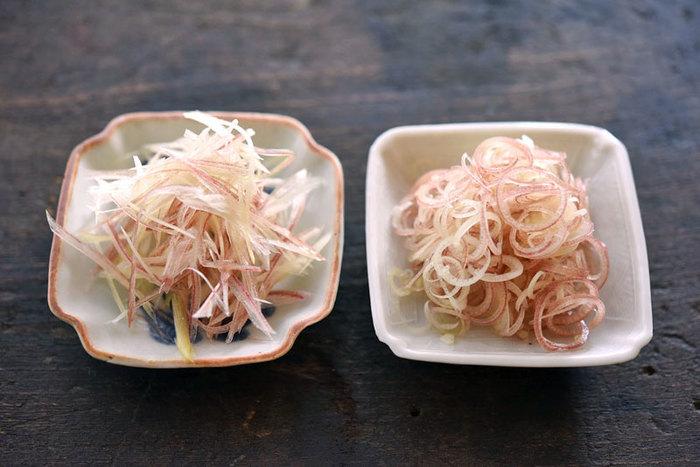 独自の香りが癖になるミョウガは日本が原産なんですよ。切り方によって食感が変わるのでお料理に合わせてアレンジが楽しめます。またミョウガには夏バテ防止や食欲増進効果も期待できるので夏の旬の時期に意識して摂取しておきたい食材なんです。保存方法は、濡れたクッキングペーパーなどに包んで袋に入れて冷蔵庫がオススメです。
