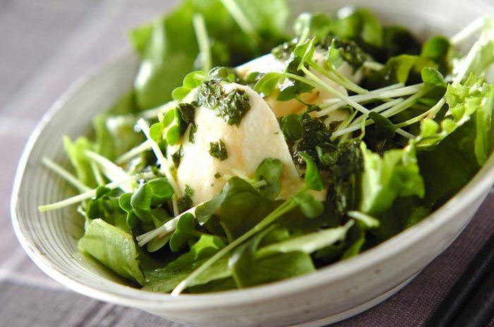 みじん切りにした大葉をドレッシング仕立てにしたとっても爽やかなレシピ。お豆腐のサラダ以外にも焼いた鶏肉にかけたりと使用用途は無限大!